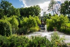 Histoire d'amour en parc de palais Photographie stock libre de droits