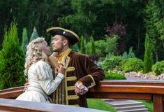 Histoire d'amour en parc de palais photo libre de droits