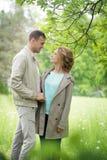 Histoire d'amour, jeune couple Automne Relations Romance Images libres de droits