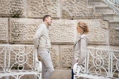 Histoire d'amour, jeune couple Relations Romance Photos libres de droits