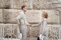 Histoire d'amour, jeune couple Relations Romance Images libres de droits
