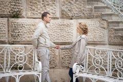 Histoire d'amour, jeune couple Relations Romance Photos stock