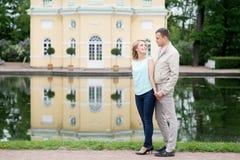 Histoire d'amour, jeune couple Relations Romance Image stock