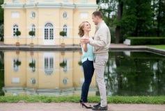 Histoire d'amour, jeune couple Relations Romance Image libre de droits