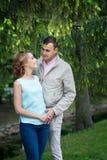 Histoire d'amour, jeune couple Relations Romance extérieur Photographie stock