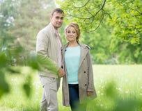 Histoire d'amour, jeune couple Ressort Relations Romance Photographie stock