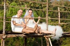Histoire d'amour sur un pont en bois Image libre de droits