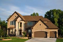 histoire de luxe à la maison exécutive deux suburbains Image stock