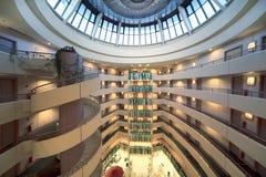 Histoires et dôme rond dans l'hôtel du congrès d'iris Photos stock