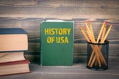 Historia av USA begreppet bok p? en tr?bakgrund fotografering för bildbyråer