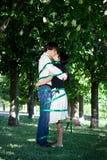 Historia de amor en el parque Foto de archivo libre de regalías