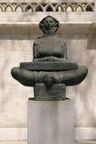 Historia de la escultura de los croatas delante del edificio del rector de la universidad en Zagreb imagenes de archivo