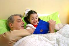 Historia del tiempo de la cama Foto de archivo libre de regalías