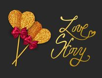 Historia miłosna - walentynka dnia kartka z pozdrowieniami tła dzień szczęśliwi valentines Złota papierowy serce i czerwień łęku  Obraz Royalty Free