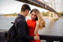 Historia miłosna na tle most Zdjęcia Stock