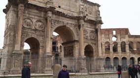 Historic Arch of Constantine is a triumphal arch in Rome, Italy. Rome, Italy - March 21, 2018: Historic Arch of Constantine is a triumphal arch in Rome stock video