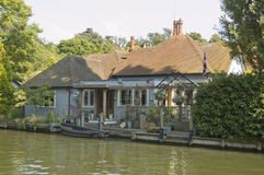 Historic Home of Richard Dimbleby. View across the River Thames at Maidenhead towards the home of broadcaster and journalist Richard Dimbleby (1913 - 1965). He Stock Photography