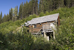 Historic log-cabin in Yukon mountain Stock Photo