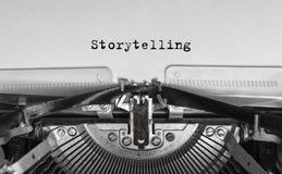 Historieberättande skrev ord på en tappning Royaltyfri Fotografi