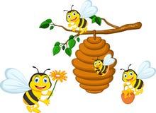 Historieta de las abejas que sostiene la flor y una colmena stock de ilustración