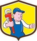 Historieta del escudo de Holding Monkey Wrench del fontanero ilustración del vector