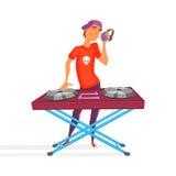 Historieta DJ adolescente Muchacho con la bola Auriculares que llevan jovenes de DJ y rasguño de un expediente en la placa girato Foto de archivo libre de regalías