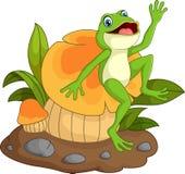 Historieta feliz de la rana que se sienta en seta Foto de archivo libre de regalías