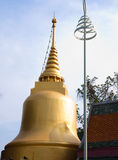 Historii architektury złoty pagodowy budynek zdjęcie royalty free