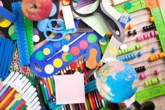 Historique complet d'un assortiment coloré d'école Photos stock