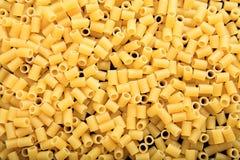 Historique complet des pâtes crues de macaronis Photographie stock libre de droits