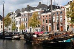 Historisch房子和小船 免版税图库摄影