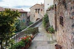 Historisch Centrum van Anghiari, Toscanië   Sparen Downloadvoorproef geef of voeg gevolgen uit toe     Historisch Centrum van An Stock Afbeelding