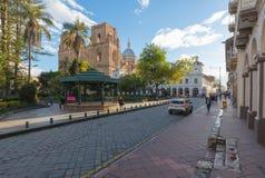 Historisch centrum van Cuenca bij zonsondergang Ecuador stock afbeelding