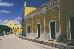 Historisch centrum van Izamal, een kleine stad in Yucatan stock foto