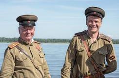 Historisch festival van de Tweede Wereldoorlog in Samara, 26 Juli, 2015 De militairen van het rode Leger op Volga Stock Afbeeldingen