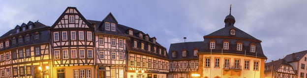 Historisch gelnhausen hoog de definitiepanorama van Duitsland bij nacht royalty-vrije stock foto's