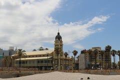 Historisch an Glenelg-Strand gegen blauen Himmel Lizenzfreie Stockfotos