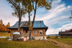 Historisch huis in het dorp van Zdiar in Hoge Tatra-Bergen royalty-vrije stock foto's
