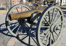 Historisch Kanon op vertoning in stad, Denver Colorado Stock Foto's