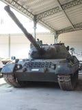 Historisch militair tankvoertuig op vertonings Koninklijk Museum van AR Stock Foto's
