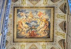 Historisch museum, Wenen, Oostenrijk 02 02 2019 Een fresko op een plafond bij een ingang aan Altes-Museum in de centrale zaal gez stock afbeelding