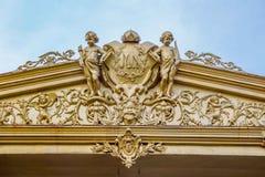 Historisch Nederlands ornament op een koloniaal gebouw in Surakarta, Jav stock foto