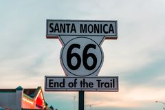 Historisch Route 66 -teken in Santa Monica California stock afbeelding