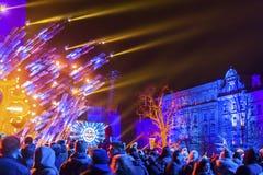 Historisch Stadhuis op het Belangrijkste Marktvierkant in Krakau tijdens de viering van de inwoners van het Nieuwjaar Stock Afbeelding