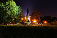 Historisch standbeeld van Oradea-transilvania in de nacht Royalty-vrije Stock Foto's