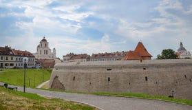 Historische alte Stadtstraßenansicht (nahe Schloss) in Vilnius, Litauen Stockbild