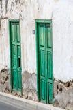 Historische alte Tür - die Farbe zieht weg ab Lizenzfreie Stockfotografie