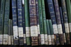 Historische Archive gestapelt in einer Ablagerung lizenzfreie stockbilder