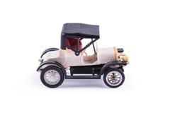 Historische auto, stuk speelgoed op witte achtergrond Stock Fotografie