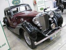 Historische Autoausstellungshalle lizenzfreie stockbilder